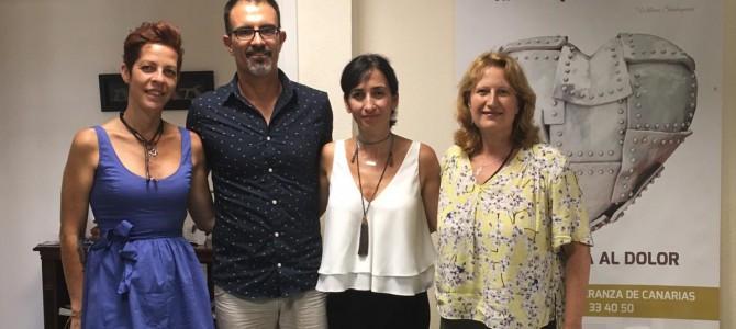 Olga del Pino, Responsable de Acción Social en Canarias de Caixabank visita la sede de Teléfono de la Esperanza en Las Palmas de G.C.