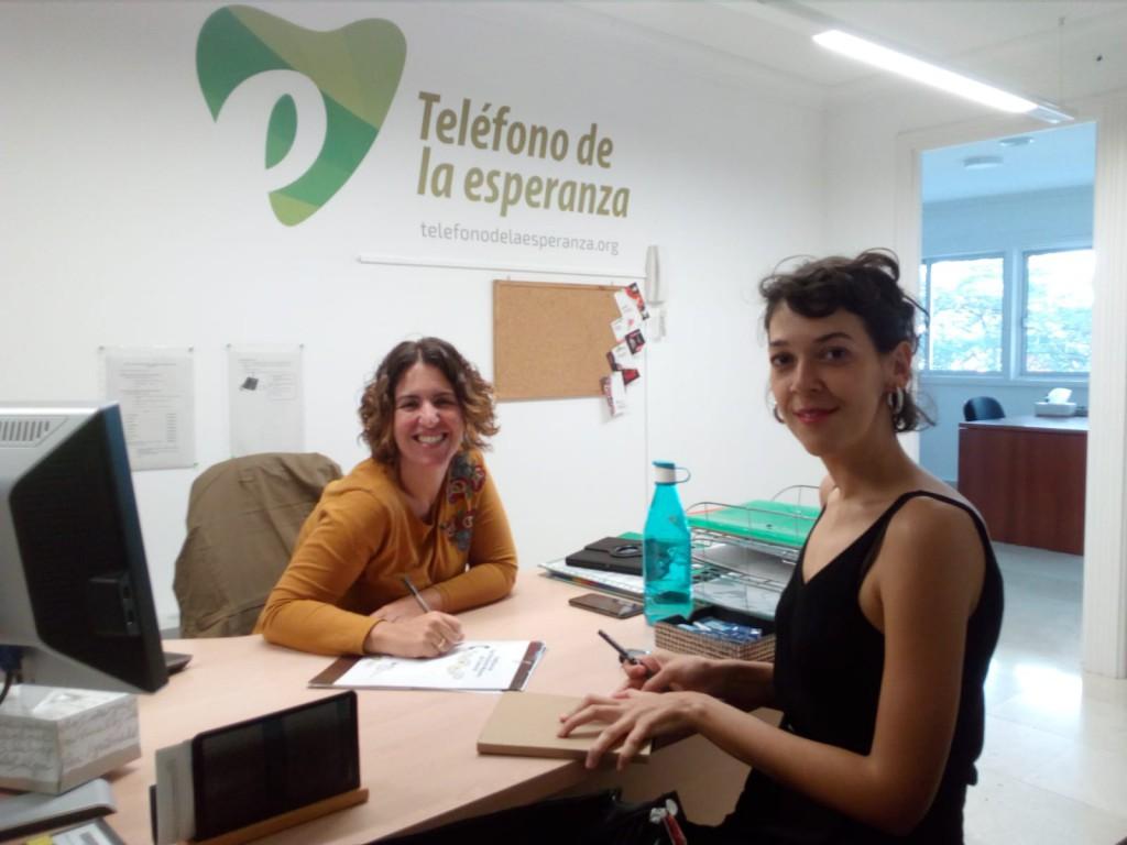 Nayra Ruiz, técnico del Teléfono de la Esperanza y Silvia Navarro, de la Asociación  Siendo en la entrevista de recogida de información para el diagnóstico.