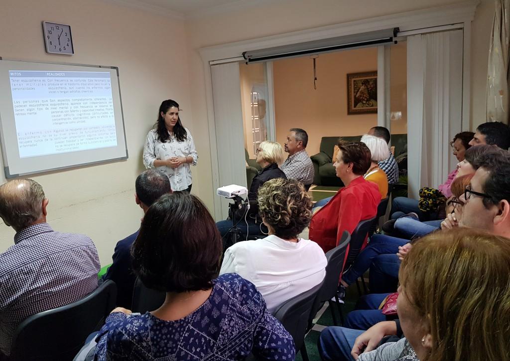 La Dra. Mónica Florido durante la charla