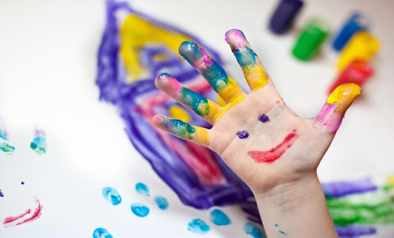 mano pintada niño