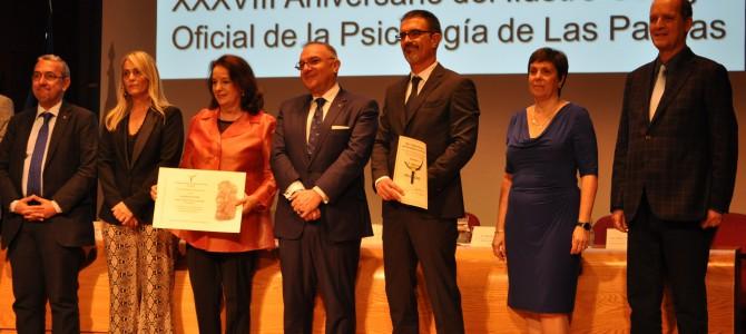 El Colegio de Psicólog@s reconoce con el Psi de Oro al Director de Teléfono de la Esperanza en Canarias